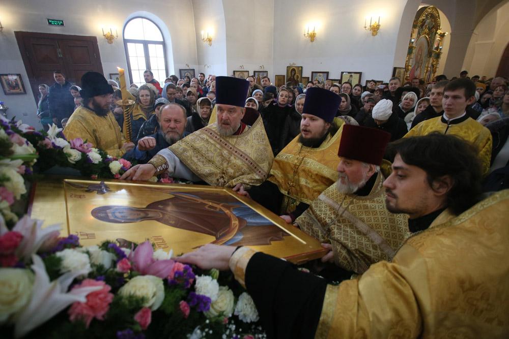 http://hramnovokosino.ru/wp-content/gallery/poias-bogoroditsi-2015-01-25/IMG_0075.jpg