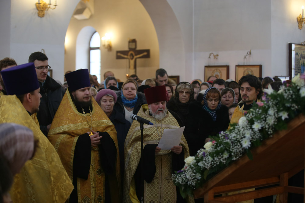 http://hramnovokosino.ru/wp-content/gallery/poias-bogoroditsi-2015-01-25/IMG_0122.jpg