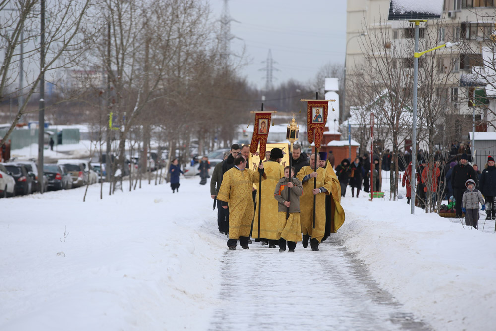 http://hramnovokosino.ru/wp-content/gallery/poias-bogoroditsi-2015-01-25/IMG_0215.jpg