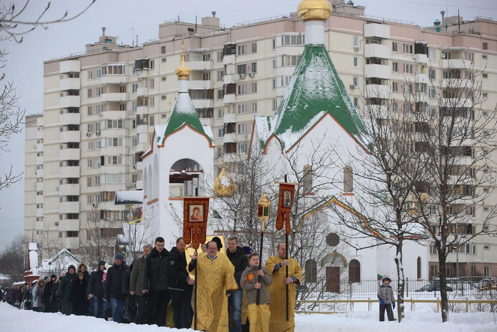 http://hramnovokosino.ru/wp-content/gallery/poias-bogoroditsi-2015-01-25/IMG_0222.jpg