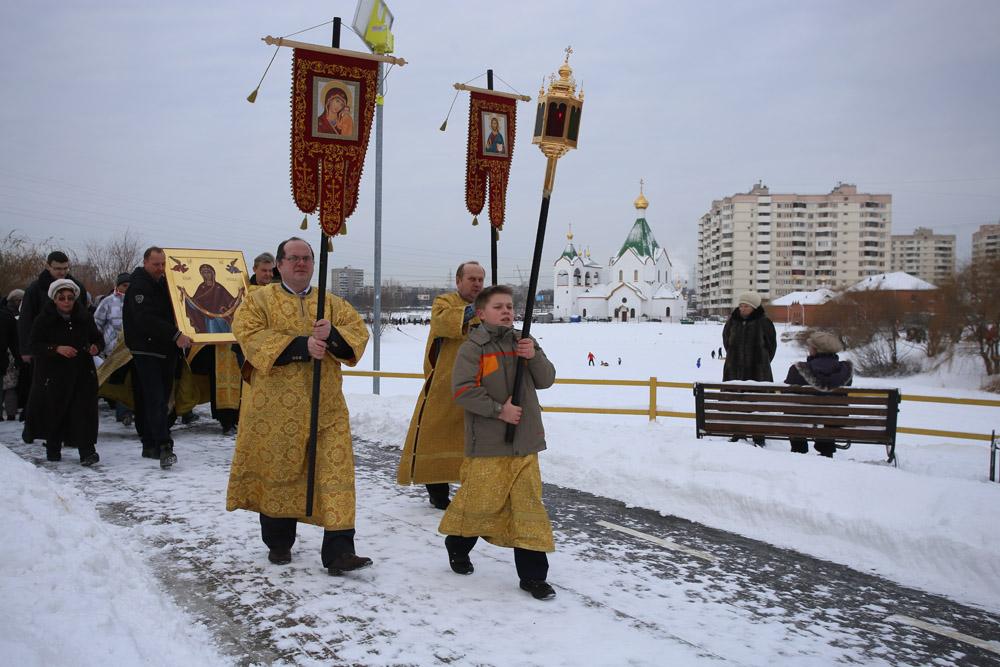 http://hramnovokosino.ru/wp-content/gallery/poias-bogoroditsi-2015-01-25/IMG_0261.jpg